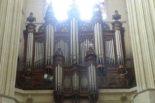 Organ in the Cathédrale Saint-Pierre de Nantes previous to the fire