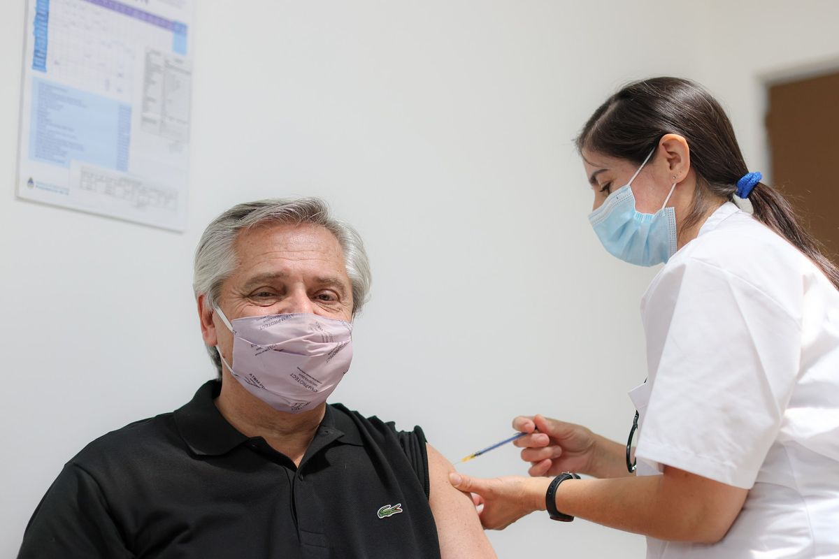 Argentinean President Alberto Fernández received the first dose of the Covid-19 vaccine
