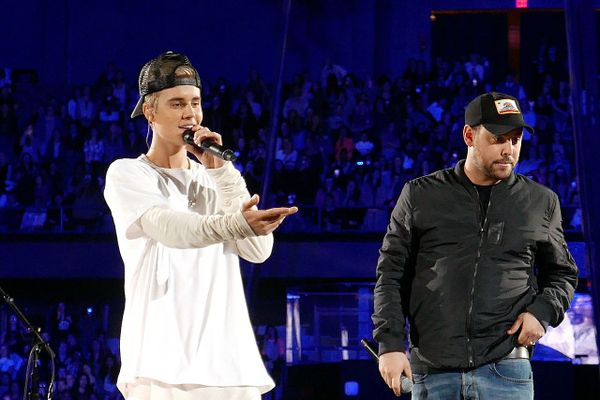 Justin Bieber in concert with Soother Braun in Rosemont, Illinois (2015)