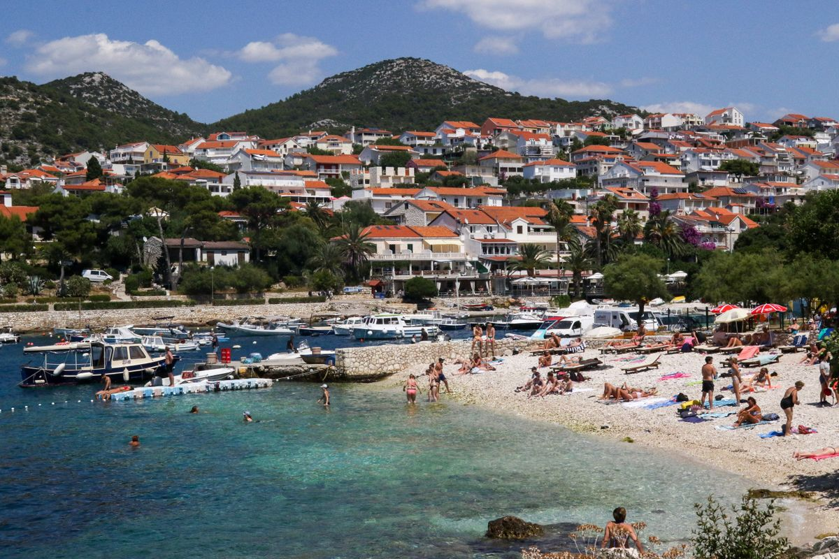 Croatia sees decline in tourists as pandemic worsens