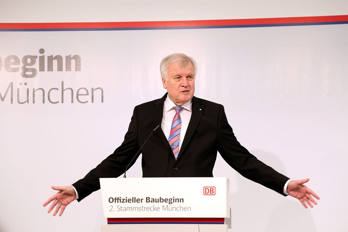 German interior minister Horst Seehofer announces that he will file police report over news article