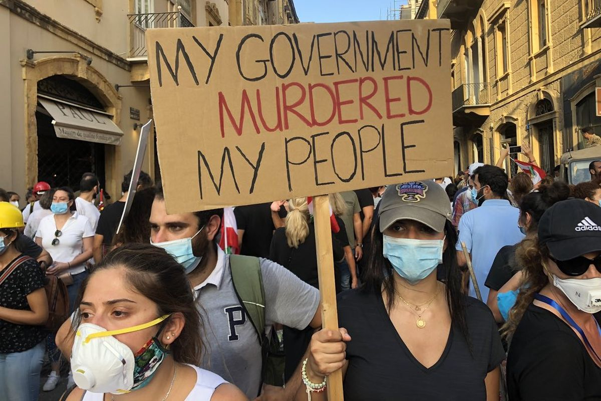 """Lebanon: Protesters in Beirut call for """"revolution"""", storm ministries"""