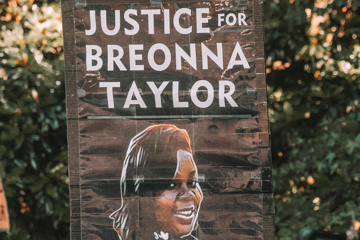 """Breonna's Law passed, banning """"no-knock warrants"""" in Louisville"""