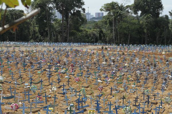 Brazil records 1,726 deaths in 24 hours and breaks new pandemic record