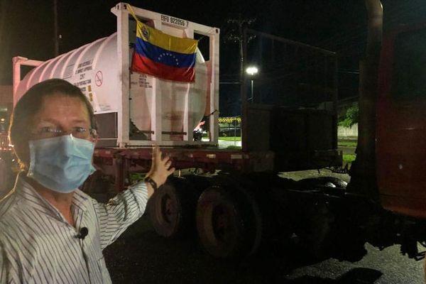Brazilians celebrate arrival of Venezuelan oxygen supplies to struggling Manaus