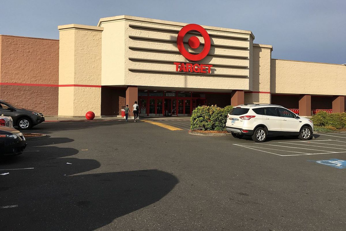 Target to raise minimum wage to $15/hour