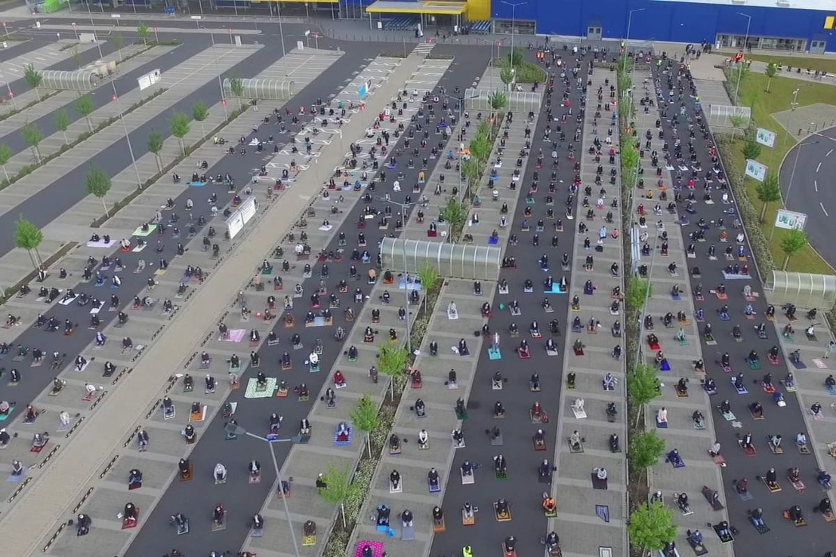 Muslim community thanks IKEA for letting them pray in car park to keep physical distancing