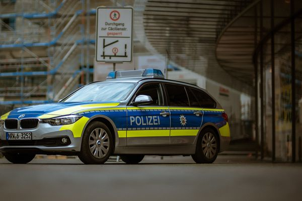Three unknown perpetrators attack homeless man and burn his tent in Berlin