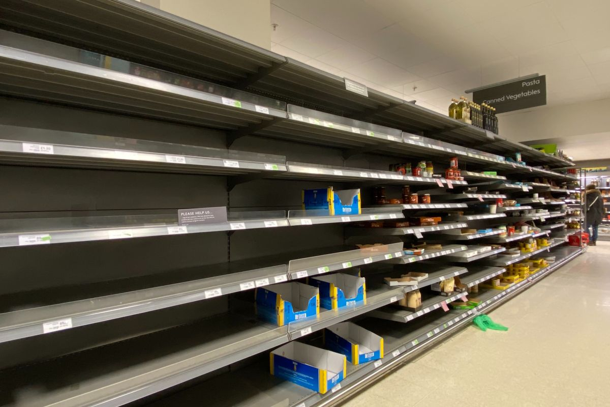 Melbourne supermarkets impose buying limits as people return to panic-buying