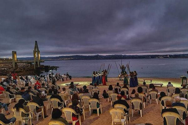 ocial distancing in an open air theater play in Galicia