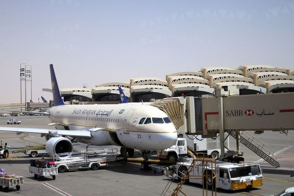 Saudi Arabia suspends all international flights for a week