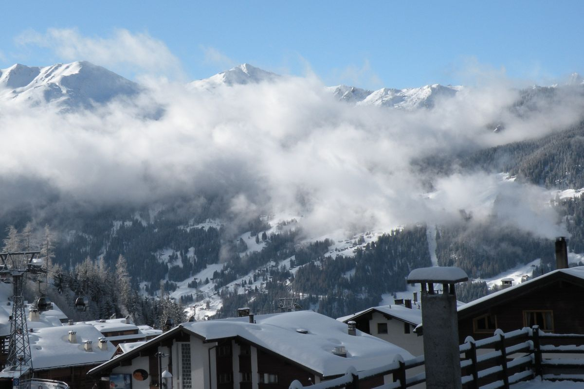 Hundreds of British tourists disappeared from Swiss quarantine