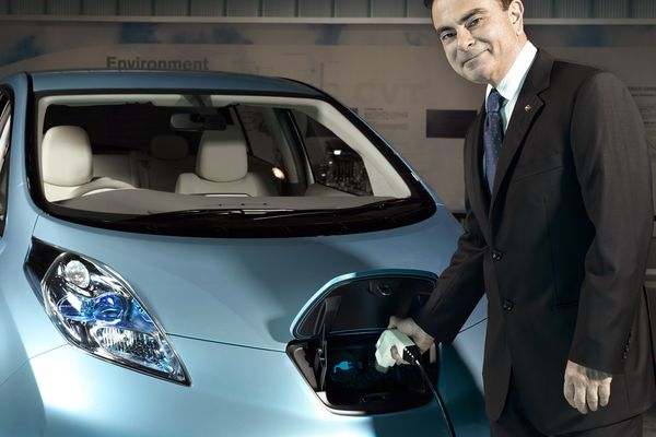 Former Nissan CEO Carlos Ghosn charges a Nissan Leaf