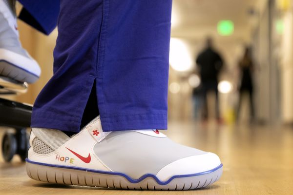An Oregon Heath & Science University (OHSU) nurse wears a version of the Air Zoom Pulse in a colorway created by OHSU Doernbecher patient Sawyer Miller.