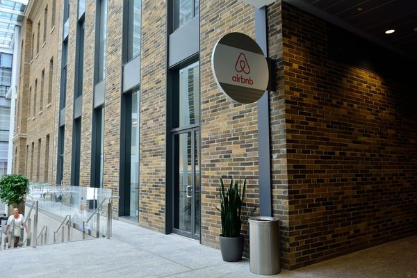 Airbnb files to go public