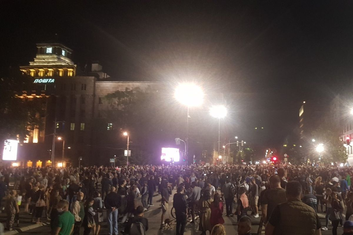 Serbia: Protests break out as government reimposes Covid-19 lockdown