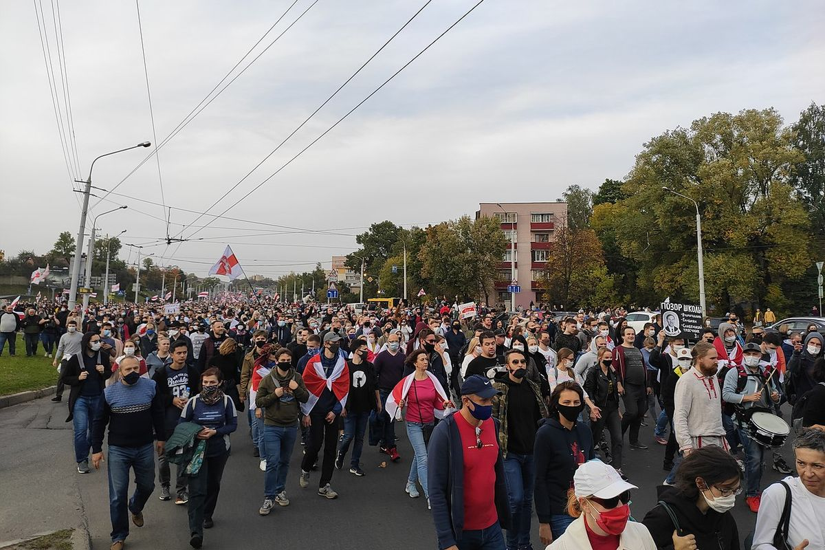 Lukashenko threatens protesters with violence