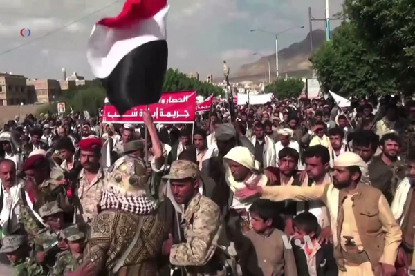 Houthis protest against airstrikes by the Saudi-led coalition on Sana'a in September 2015.