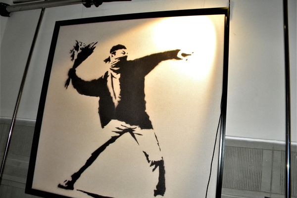Banksy loses trademark rights to well-known flower thrower motif