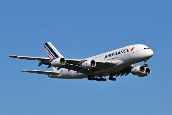 Air France Airbus A380-800, landing on Washington Dulles International Airport