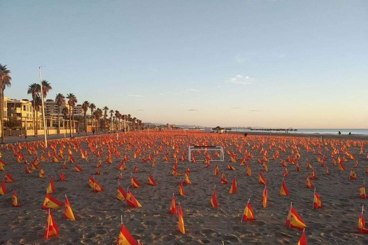 53,000 Spanish flags have been placed on Valencia beach to honor the dead from Covid-19