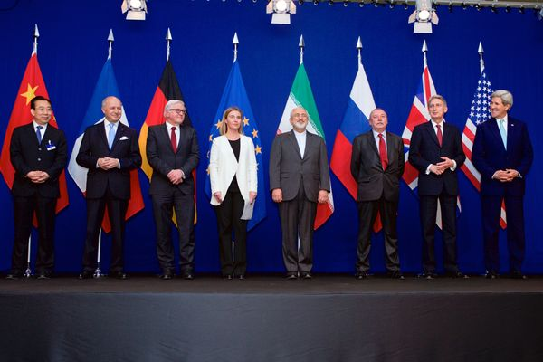 The ministers of foreign affairs and other officials from the P5+1 countries, the European Union and Iran while announcing the framework of a Comprehensive agreement on the Iranian nuclear programme