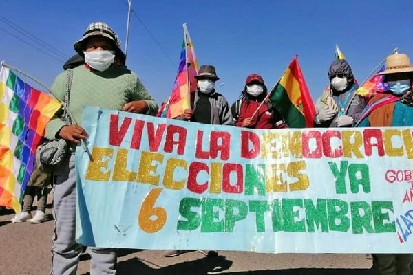 Thousands protest in El Alto, Bolivia, to demand elections on September