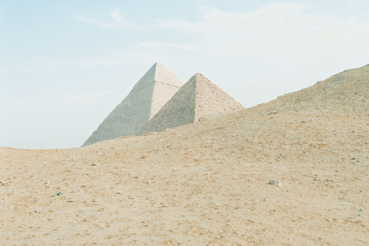 """Elon Musk claims that """"Aliens built the pyramids"""", Egypt denies and invites him"""