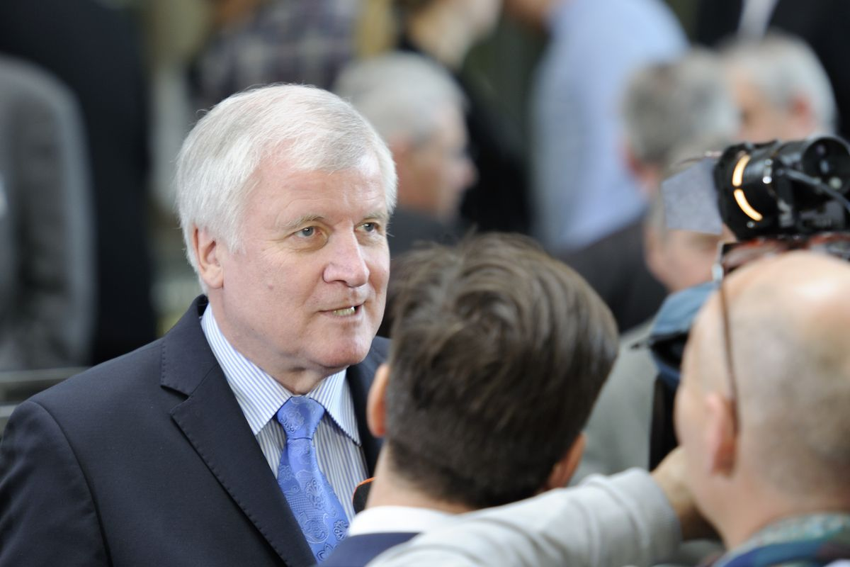 Germany: Seehofer continues blockade against racism study within the police