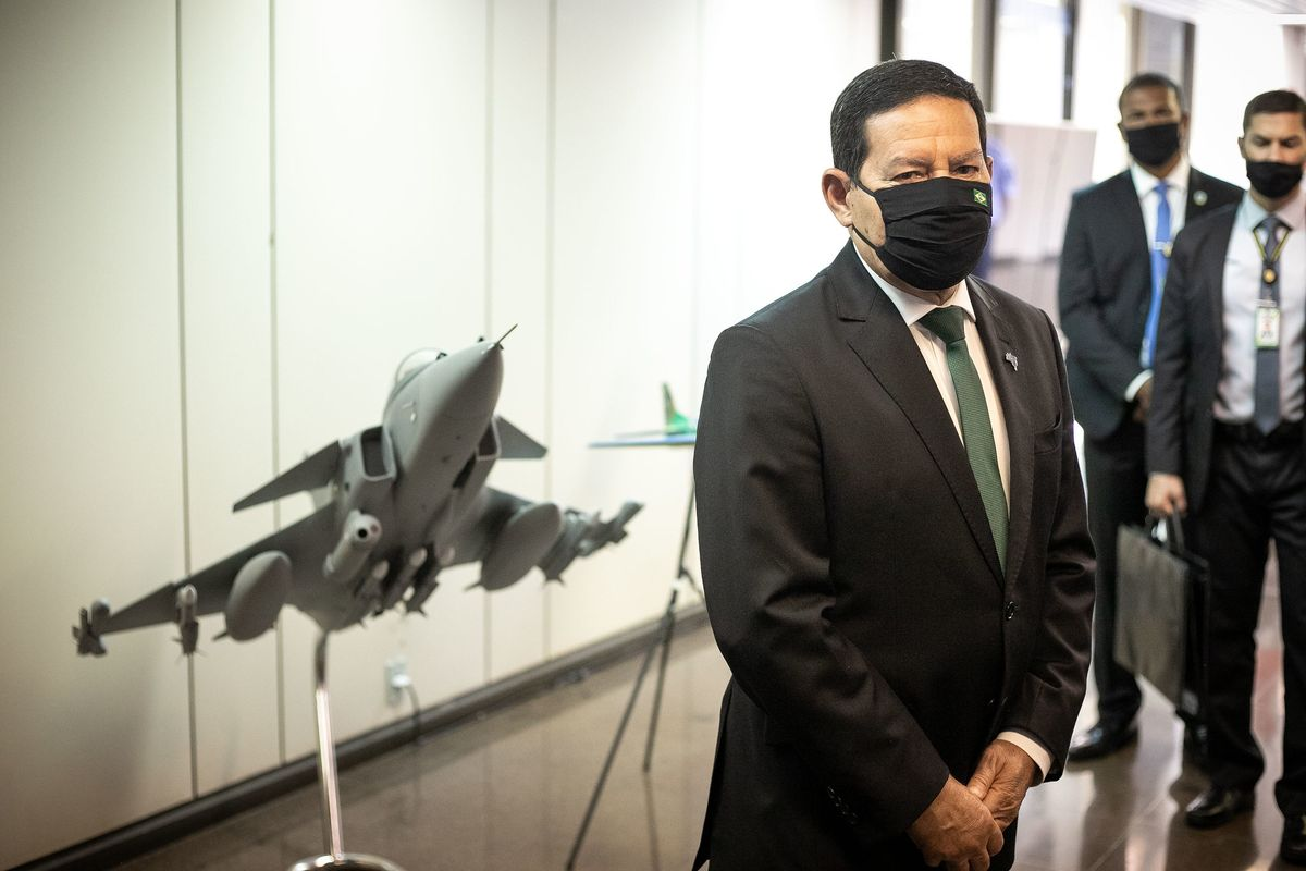 Brazil: Mourão contradicts Bolsonaro and says the federal government will buy Chinese vaccine
