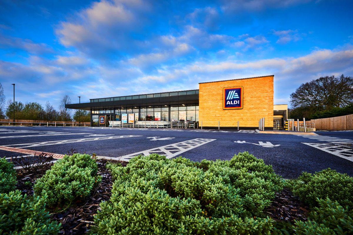 Aldi UK to Implement Entrance Traffic Light System Nationwide