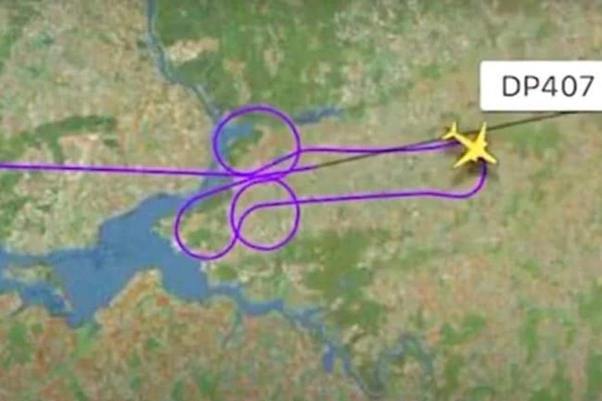 Airline fires top manager after pilots flew penis-shaped flight route