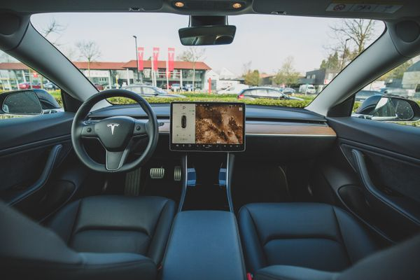 Security experts demonstrate that hacked billboards can make Tesla cars stop