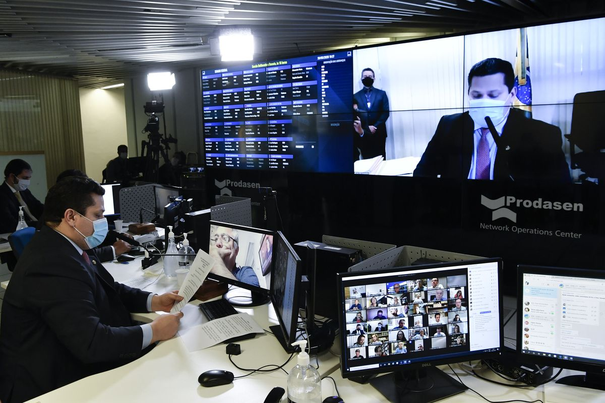 Brazilian Senate to vote new law criminalising the usage of fake accounts in social networks