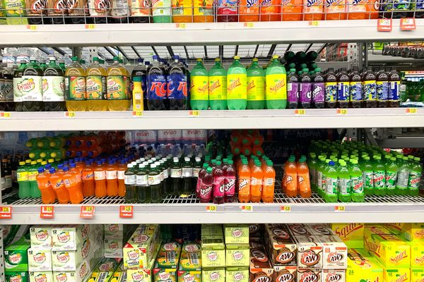 England supermarkets to be barred from displaying unhealthy foods and drinks at checkout