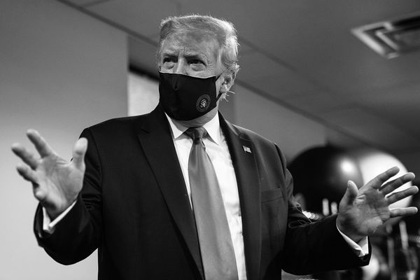 Donald Trump changes standpoint regarding masks, recommends wearing them