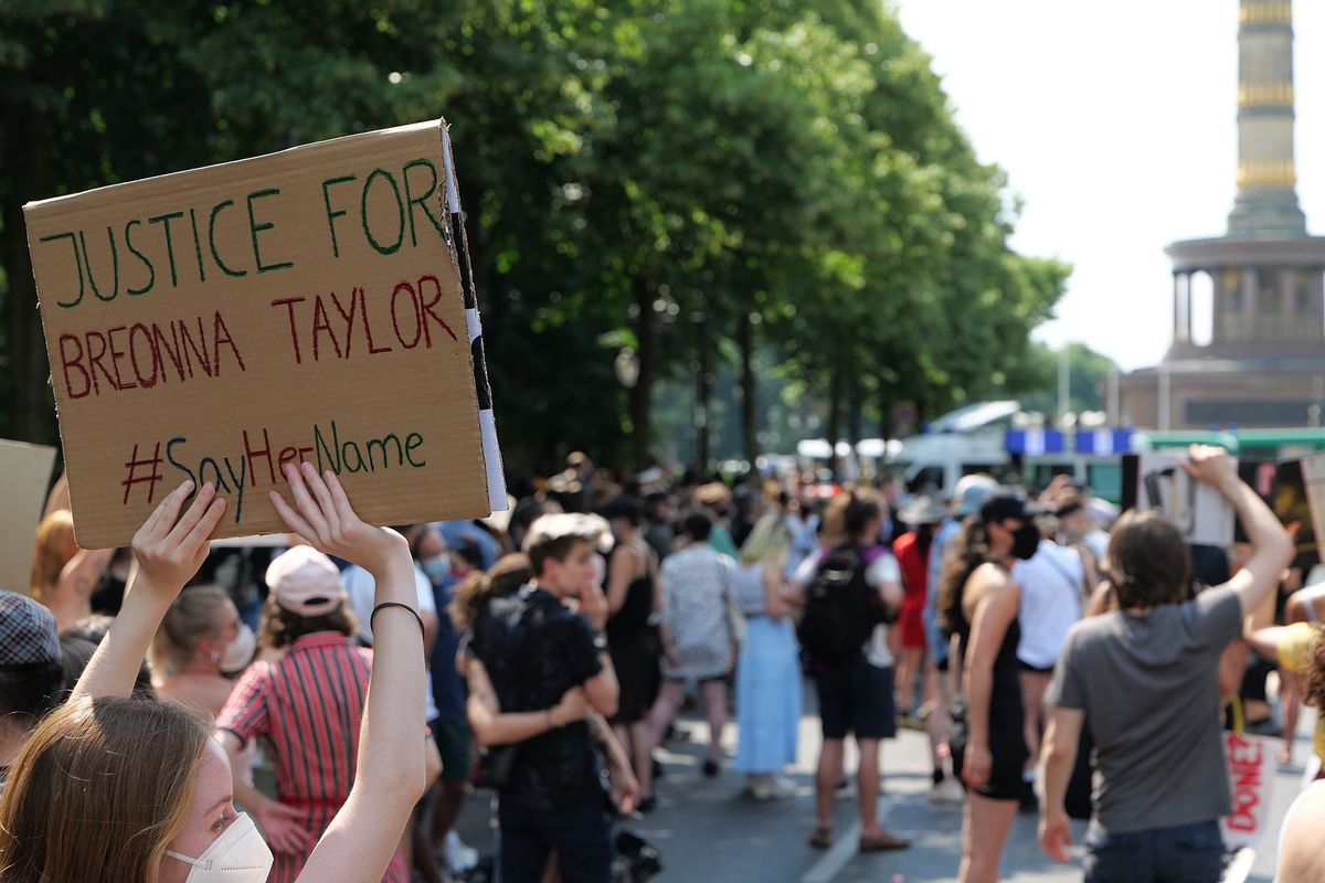 Police in Louisville declares state of emergency ahead of Breonna Taylor decision