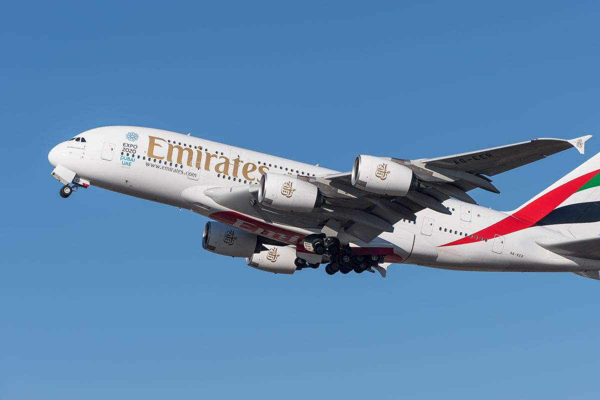 Emirates considers cutting 30,000 jobs due to the pandemic