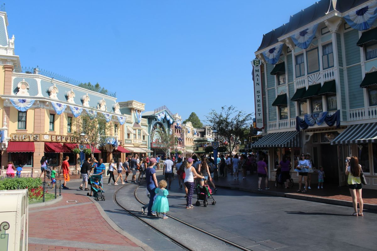 Disneyland Anaheim awaits guidelines, postpones reopening