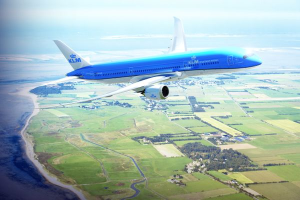 Boeing 787-900 above the dutch coast