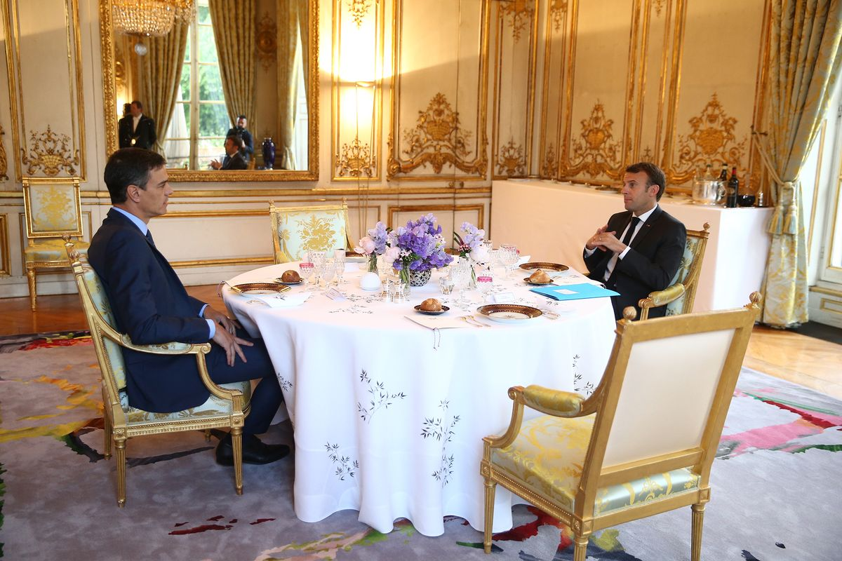 Spanish and Portuguese PM go into self-isolation after having met with Macron earlier this week