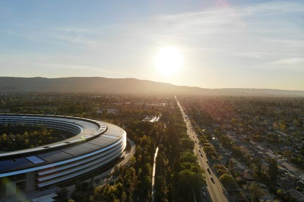 Apple aims to produce self-driving cars by 2024, Reuters reports