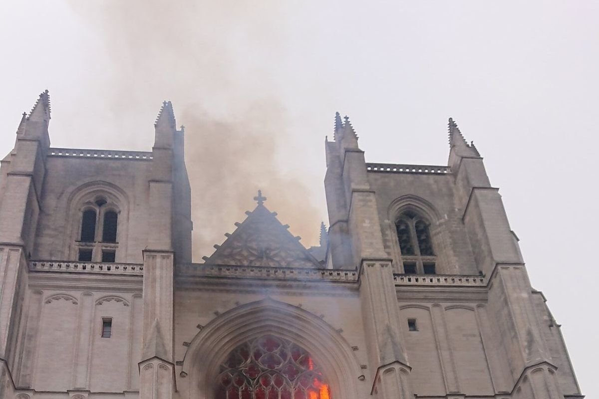 French cathedral in Nantes on fire