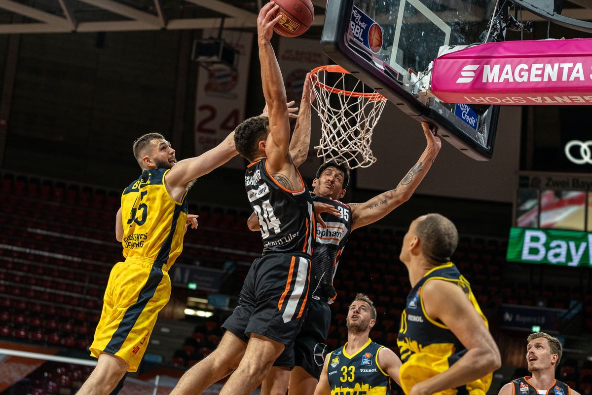 German Basketball League semifinals start with the match between MHP RIESEN Ludwigsburg and ratiopharm ulm