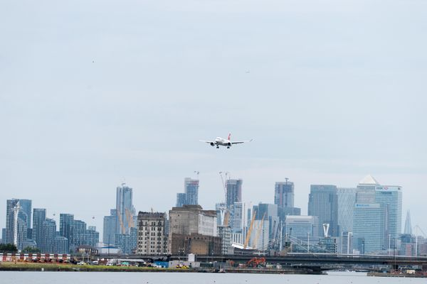 Airplane approaching London City Airport