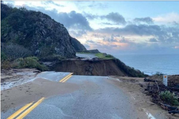 Section of California's Highway 1 collapses into ocean