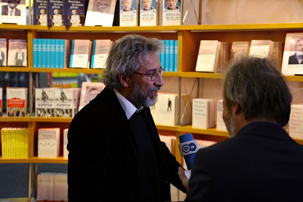 Journalist Can Dündar  sentenced to 27 years in jail by Turkish court