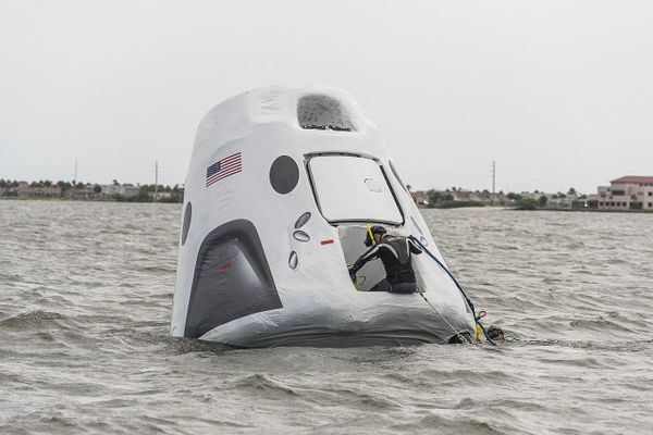 Personnel from NASA, SpaceX and the U.S. Air Force practicing recovery operations for the SpaceX Crew Dragon.